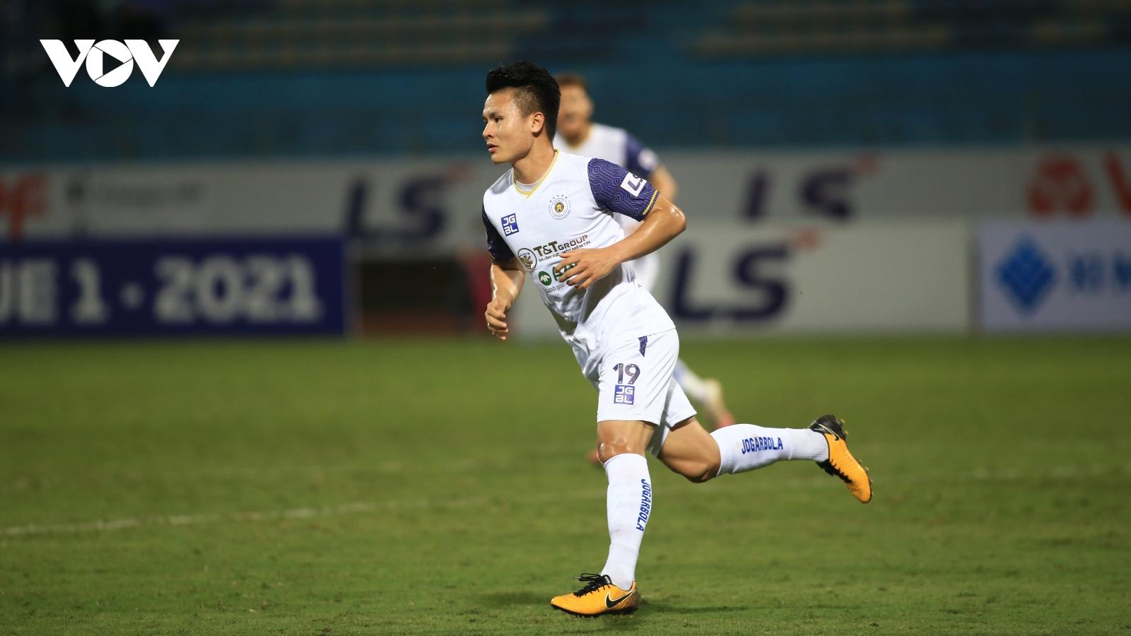 Quang Hải rực sáng dịp sinh nhật giúp Hà Nội FC tạm thoát khủng hoảng