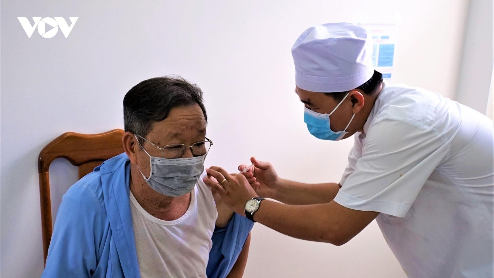 Cà Mau chưa phát hiện sốc phản vệ ở ngày đầu tiêm vaccine COVID-19