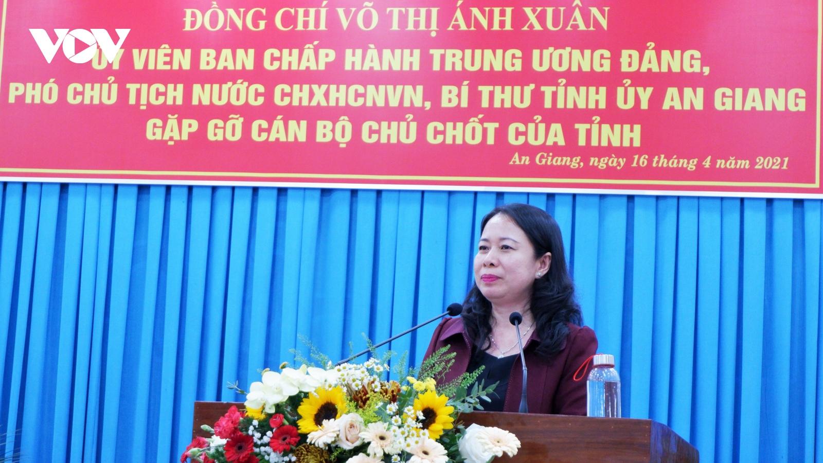 Phó Chủ tịch nước Võ Thị Ánh Xuân gặp mặt cán bộ chủ chốt tỉnh An Giang