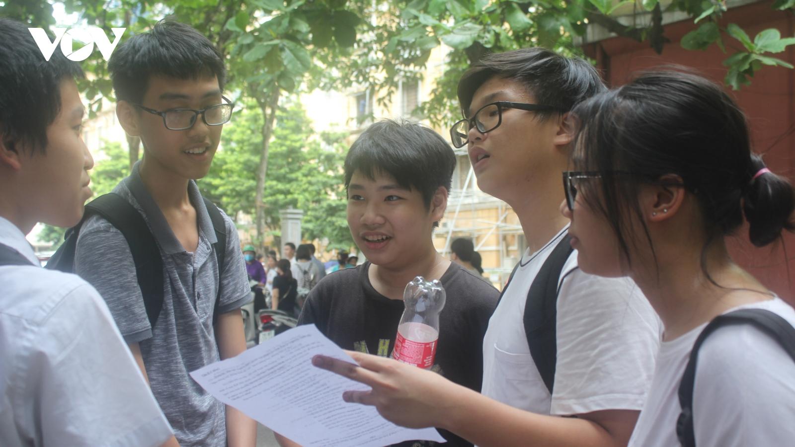 Hà Nội phát phiếu đăng ký dự thi vào lớp 10 THPT công lập