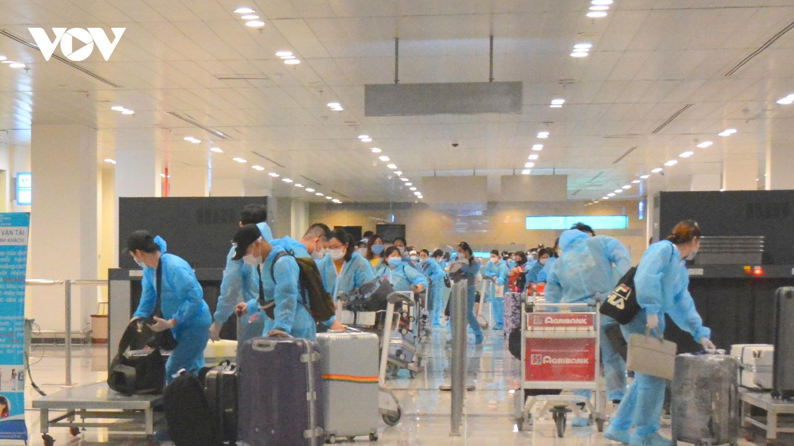 Đưa 390 công dân Việt Nam về nước cách ly tại Cần Thơ và Sóc Trăng