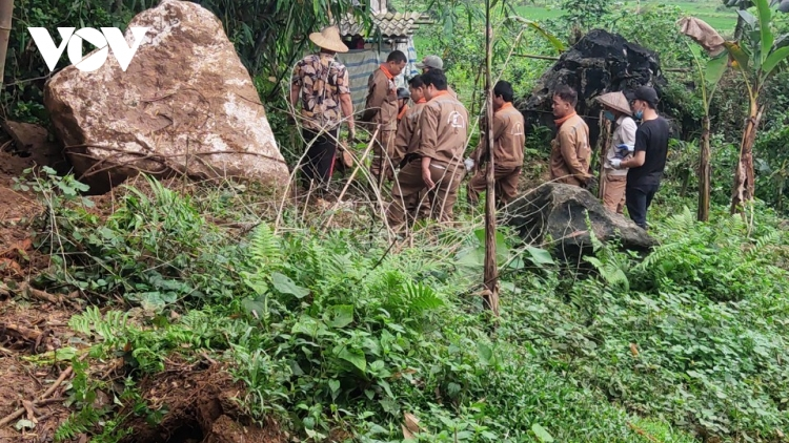 Doanh nghiệp khai thác đá, người dân làng Lạnh thấp thỏm lo âu
