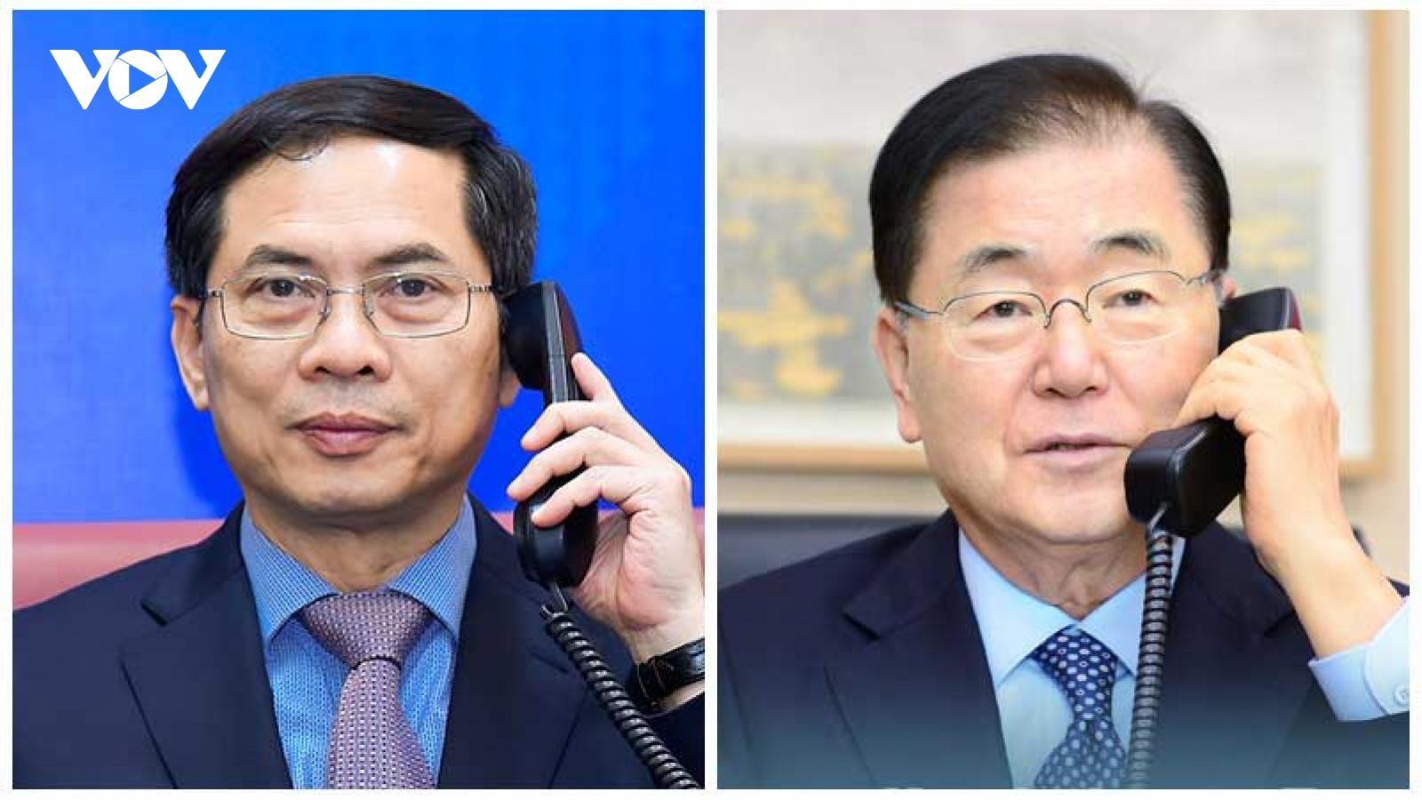 Bộ trưởng Ngoại giao Việt Nam và Hàn Quốc điện đàm
