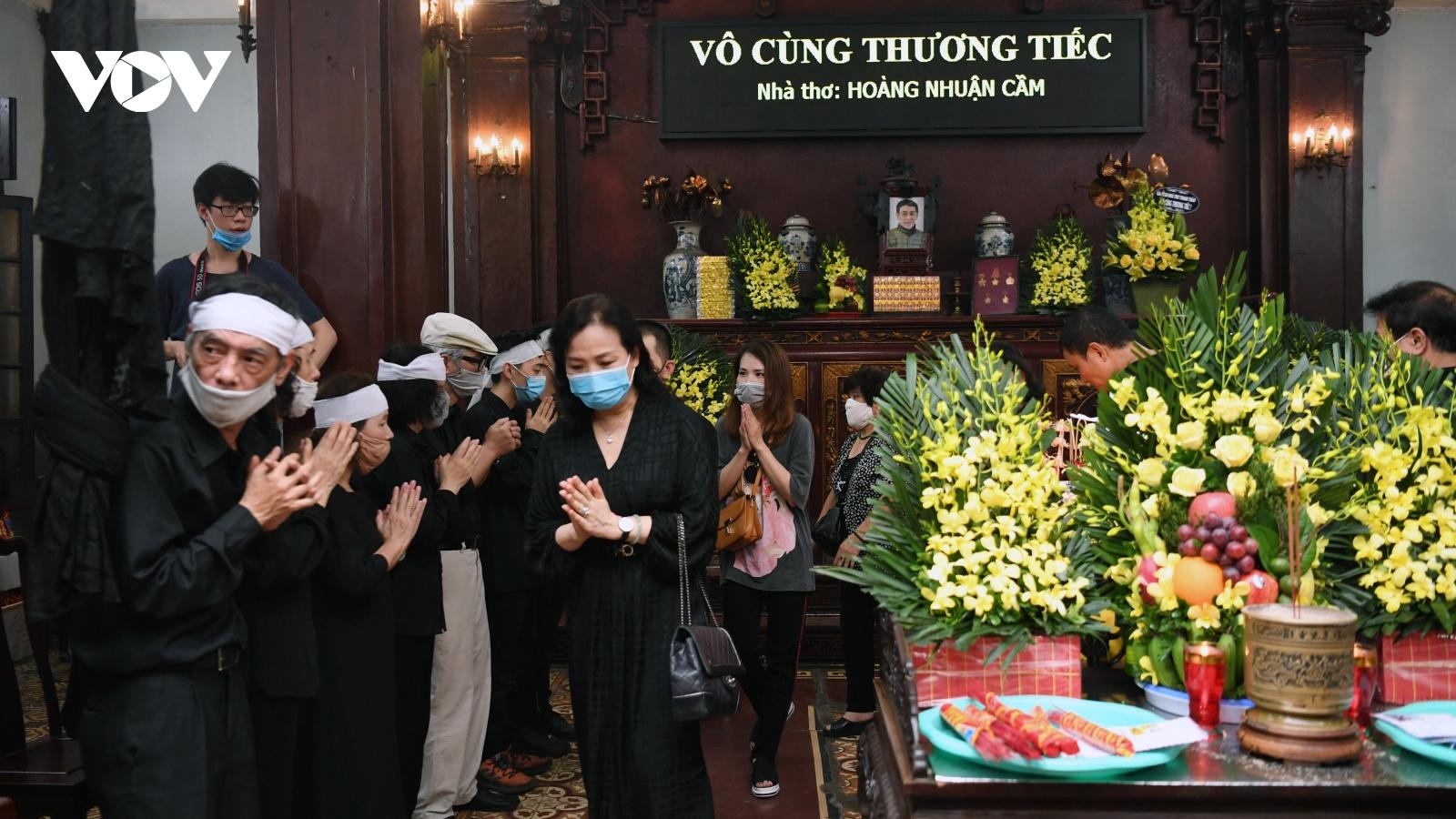 Tiễn đưa nhà thơ Hoàng Nhuận Cầm về nơi an nghỉ cuối cùng