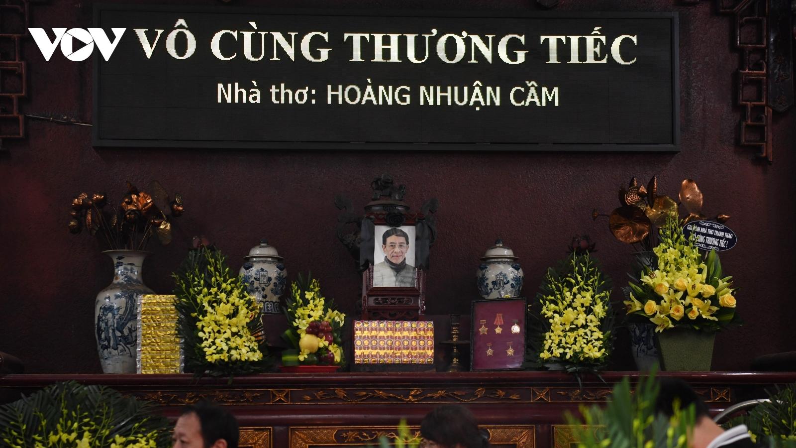 Đông đảo văn nghệ sĩ tiễn đưa nhà thơ Hoàng Nhuận Cầm