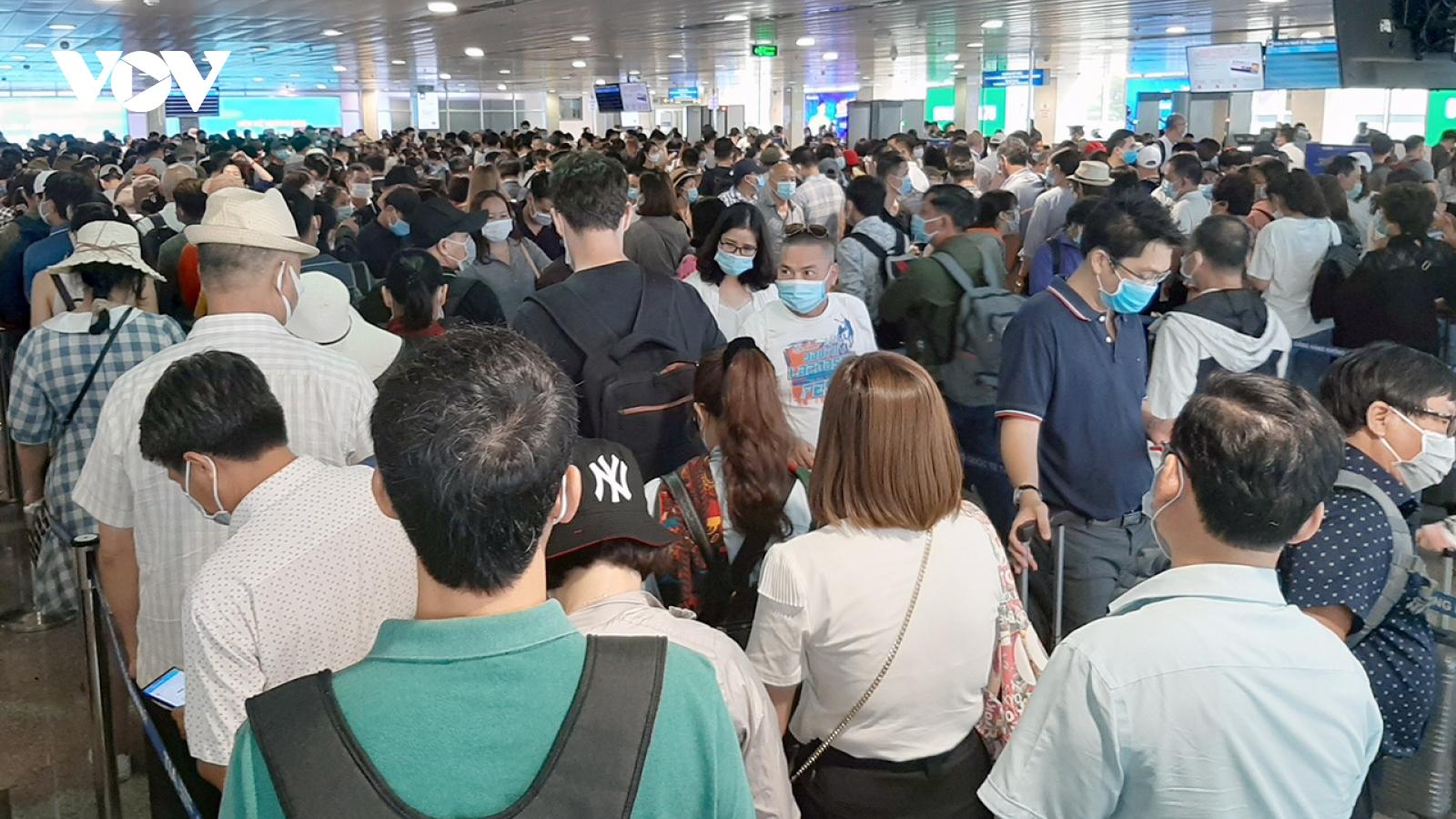 TPHCM tăng cường giải toả ùn tắc khu vực sân bay trong dịp lễ 30/4