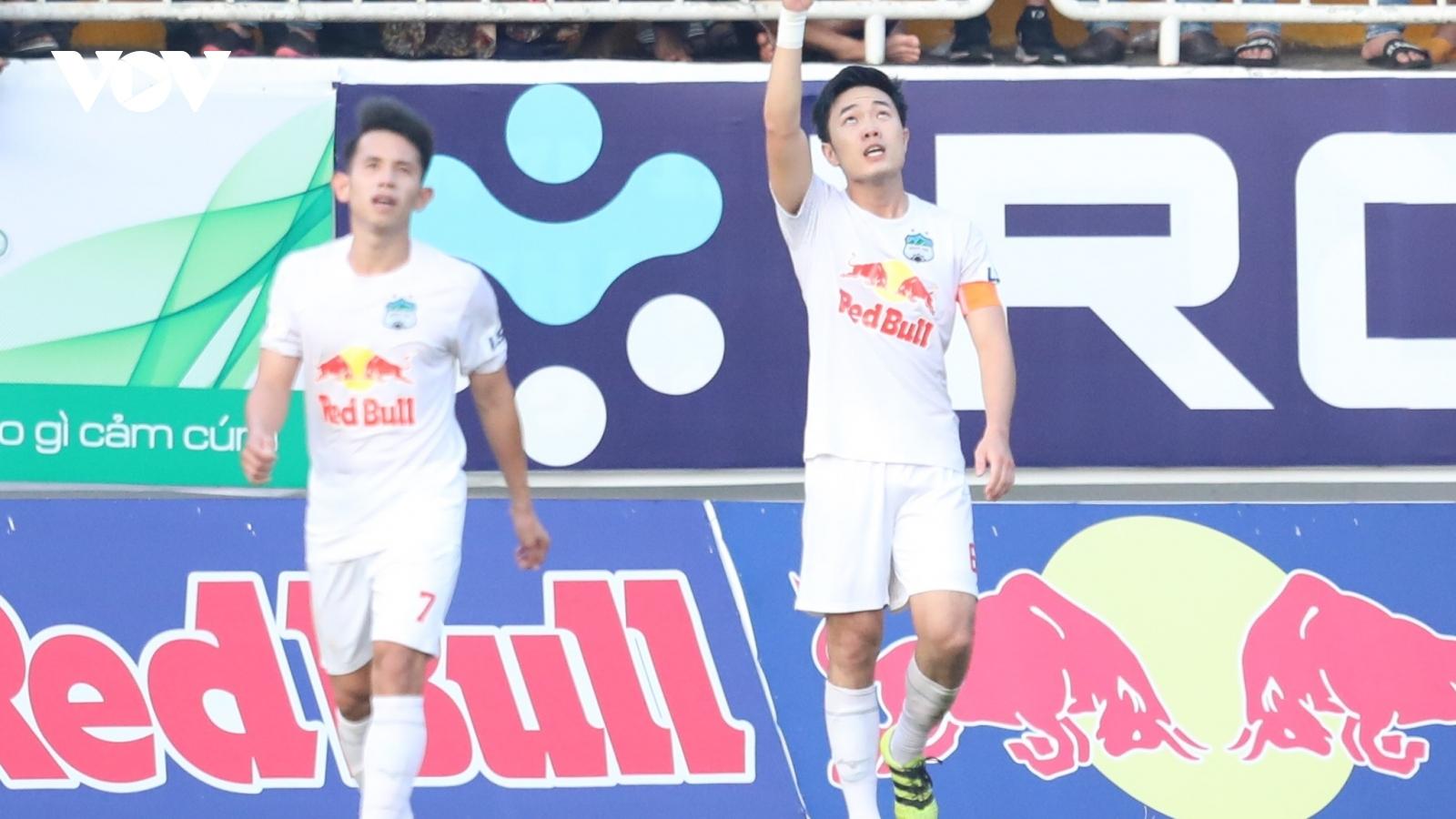 Xuân Trường lập siêu phẩm, HAGL thắng thuyết phục Hà Nội FC
