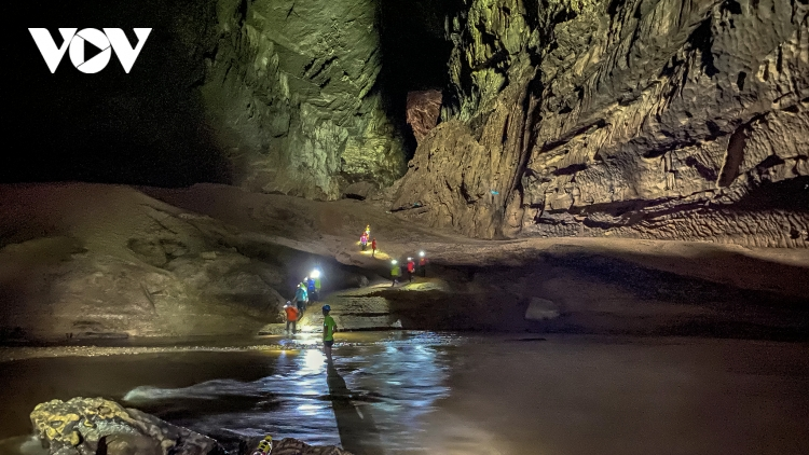 Tour hang Én, Tú Làn giảm 50% cho đến ngày 15/7