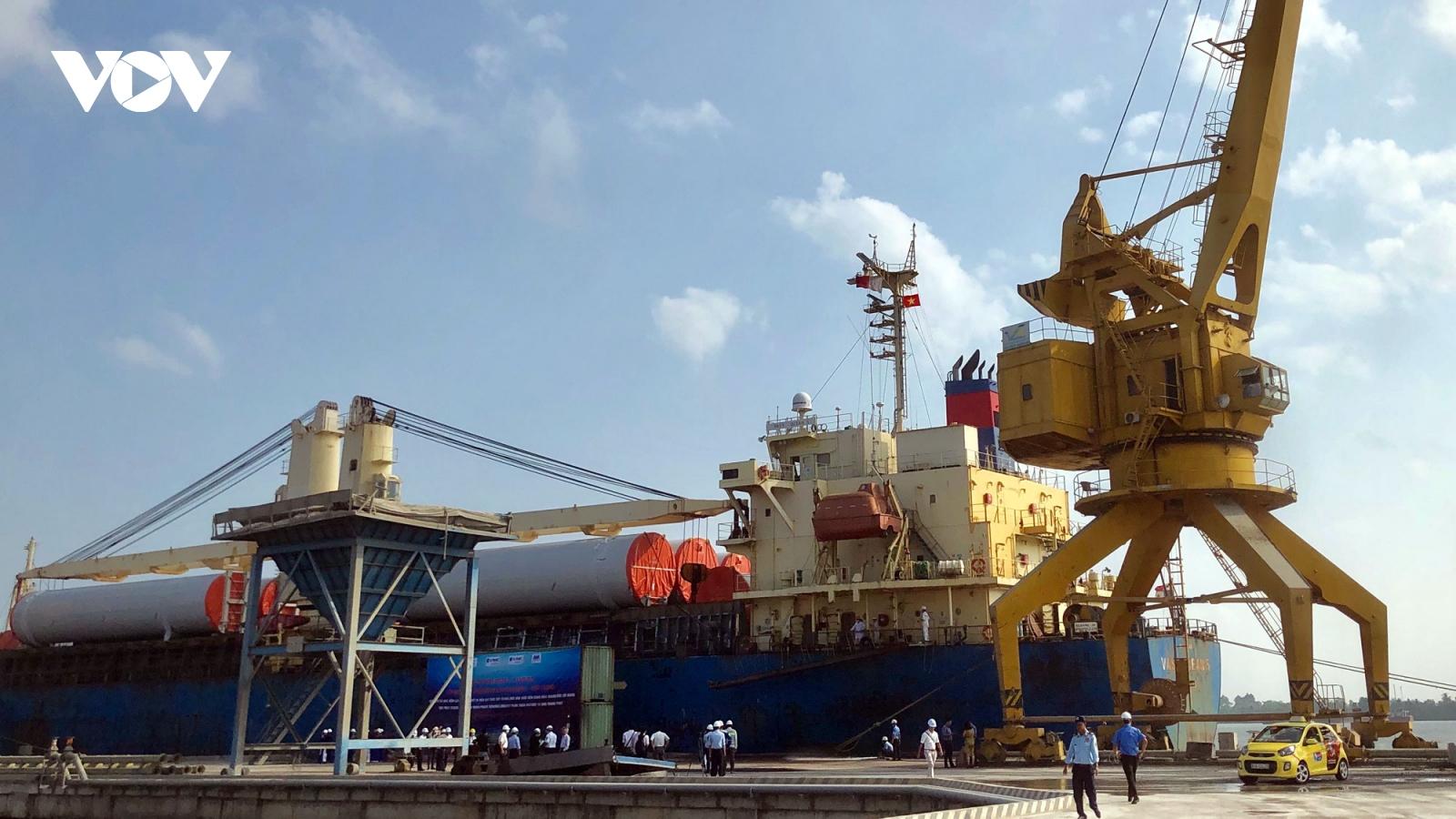 Cảng Hậu Giang đón tàu nước ngoài có trọng tải 13.000 tấn