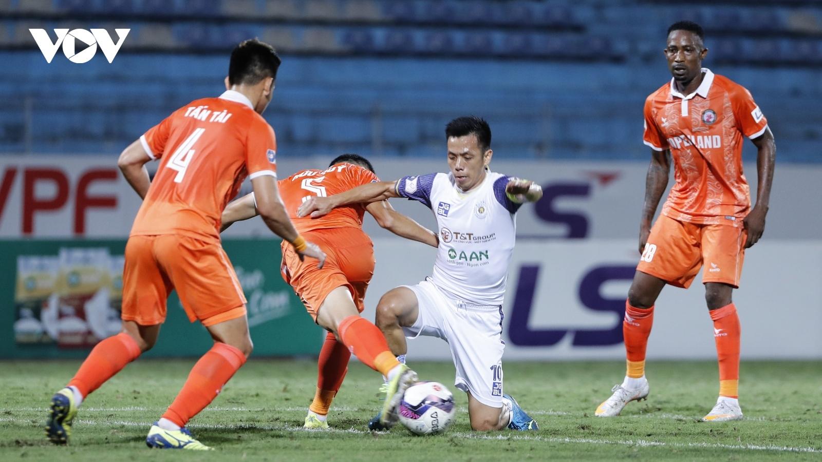 """Hà Nội FC thua """"đau"""" Bình Định trong ngày ra mắt chính thức của HLV Park Choong-kyun"""