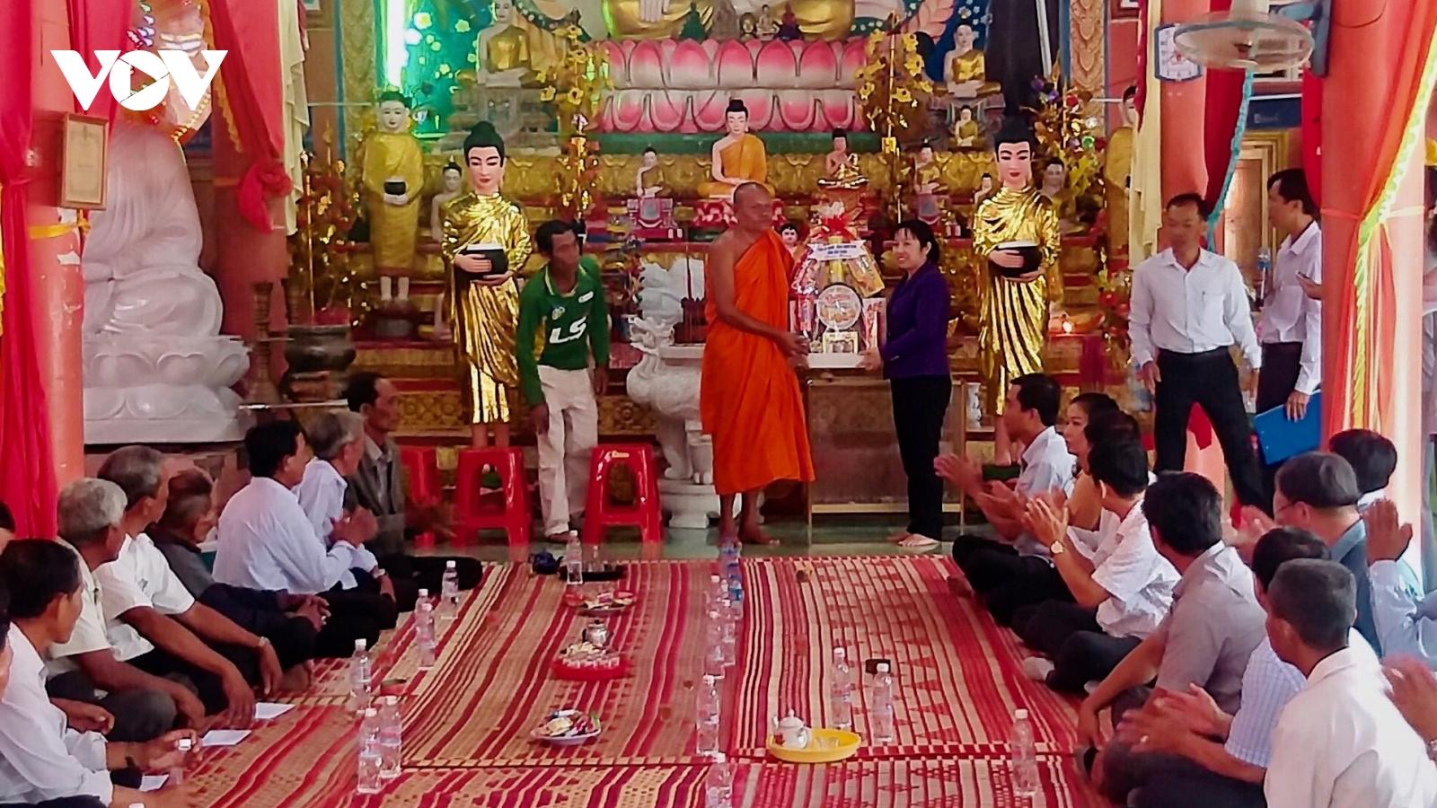 Đồng bào Khmer Nam bộđón Tết cổ truyền Chôl Chnăm Thmay