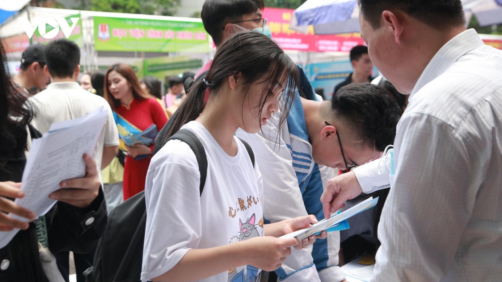 Thi vào 10 ở Hà Nội: Mỗi thí sinh đăng ký tối đa 15 nguyện vọng, không được thay đổi