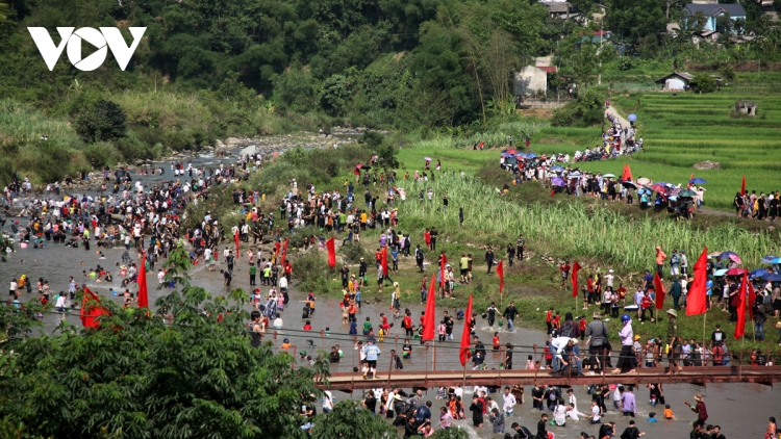 Ảnh: Sôi động lễ hội Then Kin Pang bên dòng Nậm Lụm
