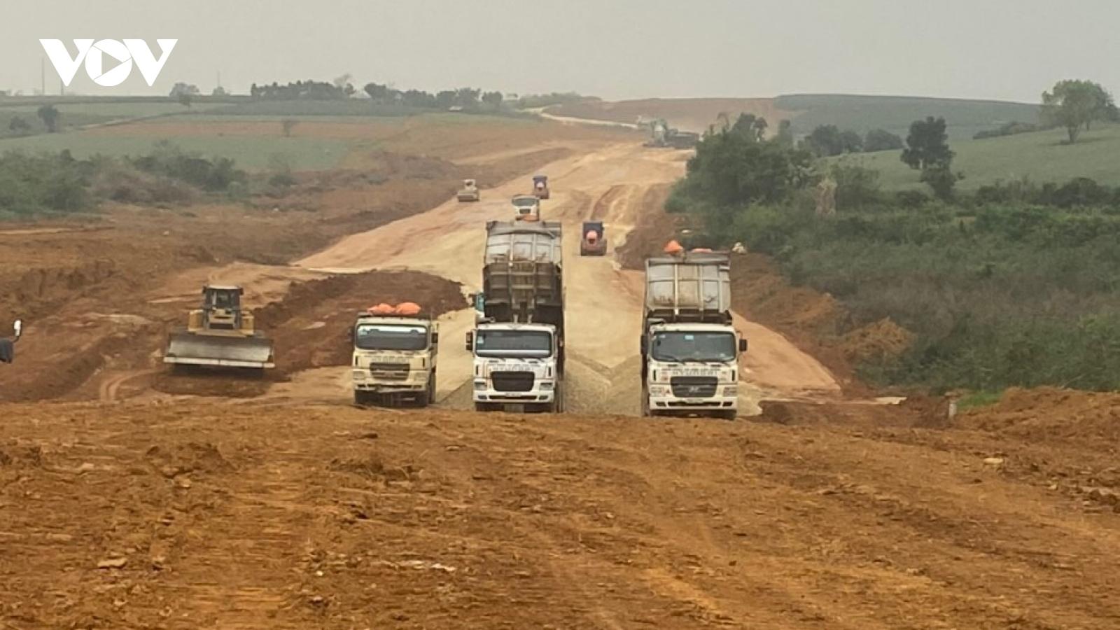 Cao tốc Bắc-Nam đoạn qua Ninh Bình thiếu gần 2 triệu m3 đất nền