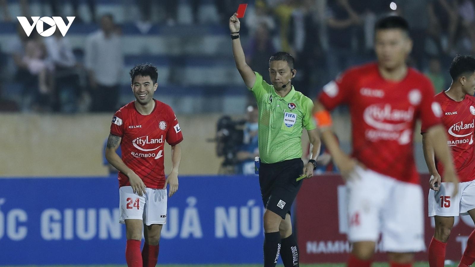 """Lee Nguyễn và những cầu thủ bị """"treo giò"""" ở vòng 11 V-League 2021"""