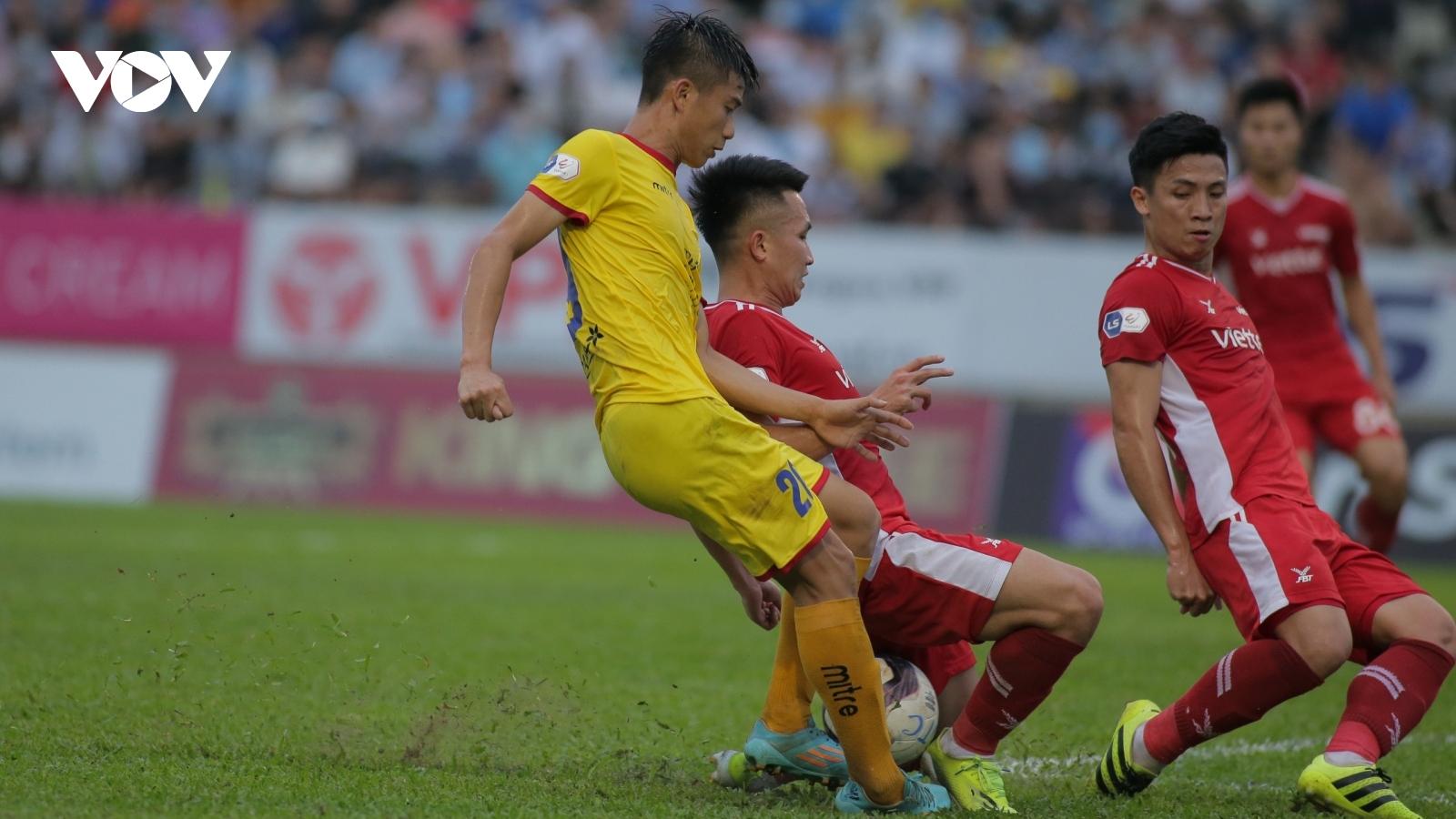 Lịch thi đấu bóng đá hôm nay 17/4: Nóng bỏng derby xứ Nghệ