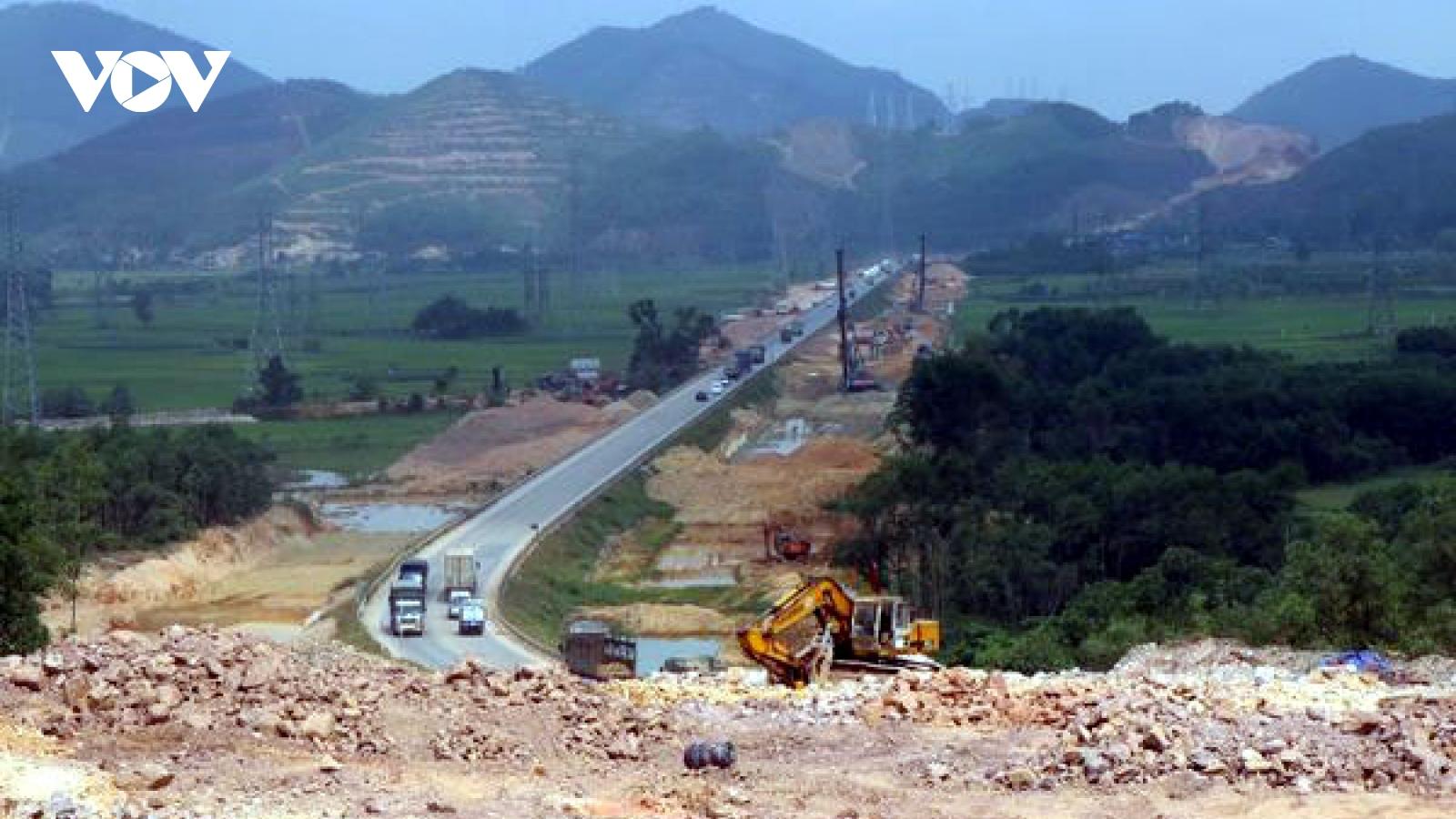 Đẩy nhanh tiến độ thi công cao tốc Cam Lộ - La Sơn