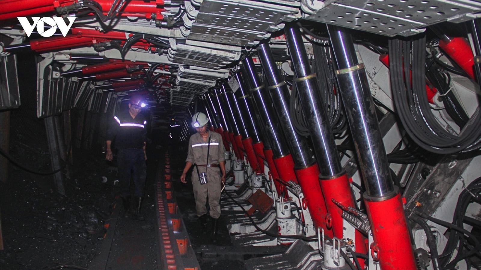 """Sản xuất than hướng tới """"mỏ xanh, mỏ hiện đại"""" ở Quảng Ninh"""
