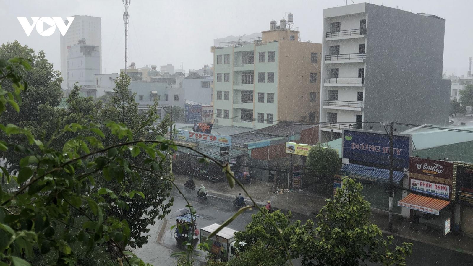 """TPHCM tiếp tục có mưa """"giải nhiệt"""" sau nắng nóng cao điểm"""