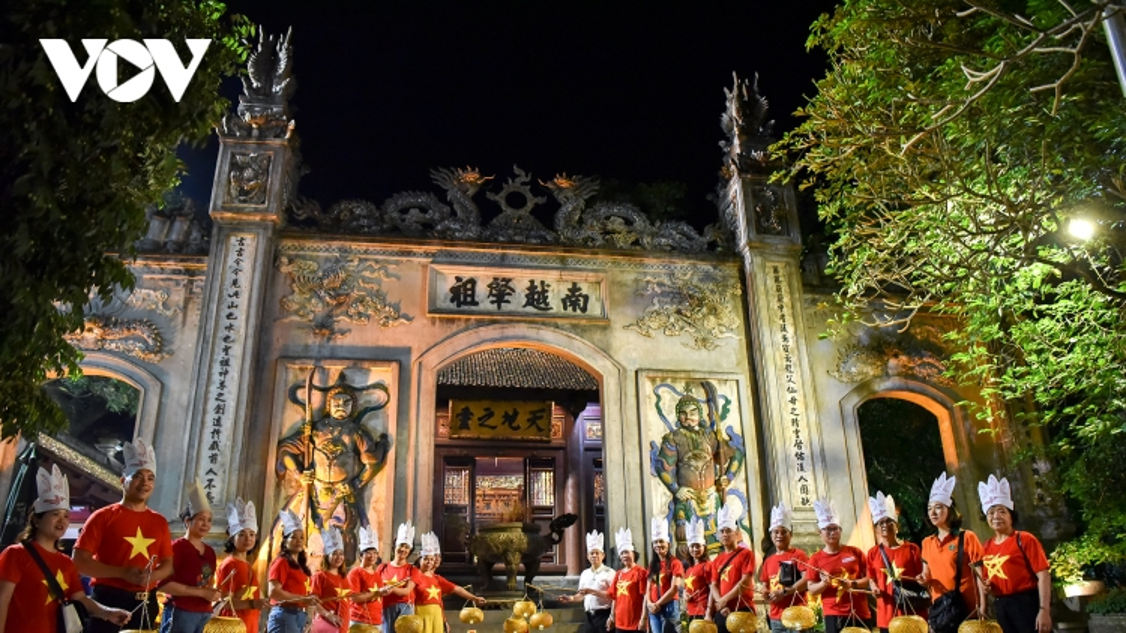 Đền Hùng đón khách tham quan ban đêm