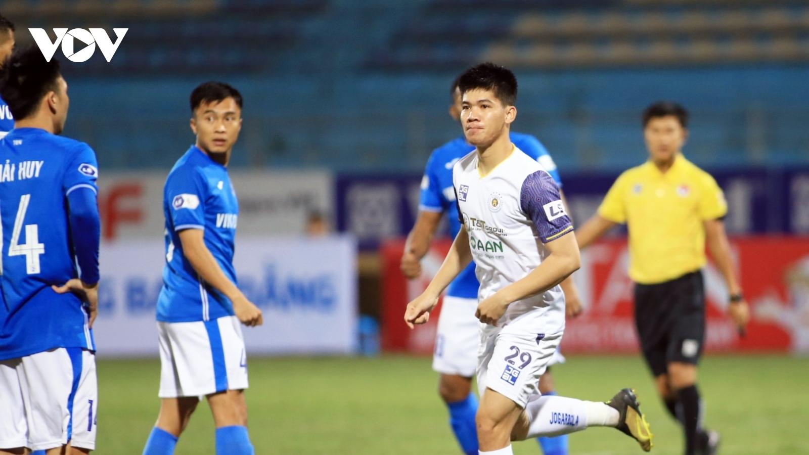 TRỰC TIẾP Hà Nội FC 1-0 Quảng Ninh: Quang Hải kiến tạo cho Ngân Văn Đại
