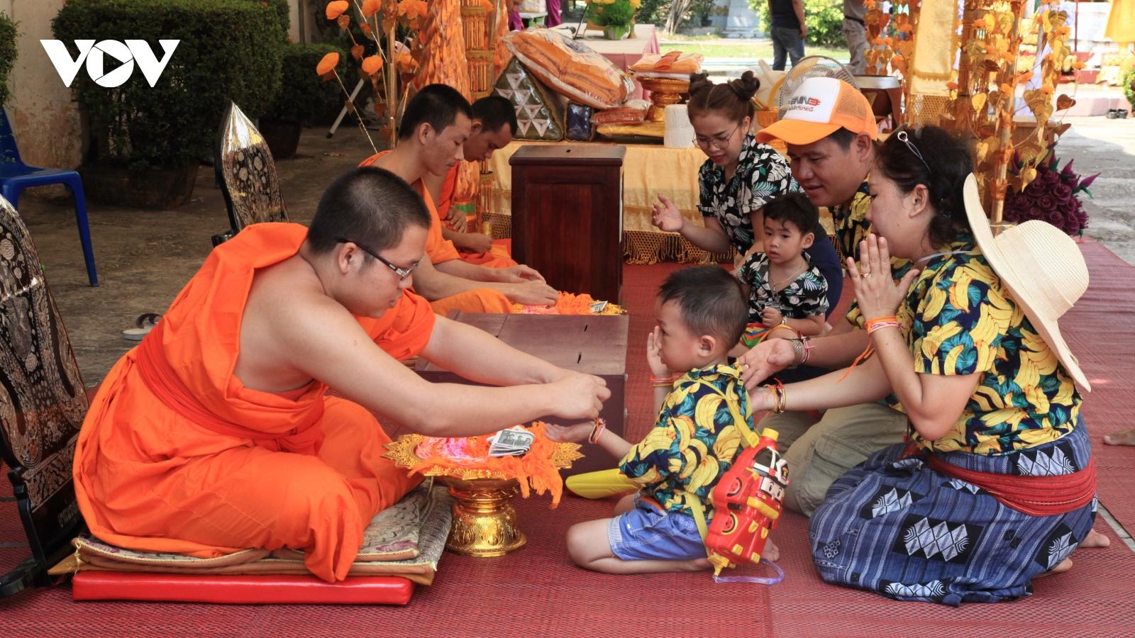 Người dân Lào đónTếtBunpimaivới tinh thần chống dịch Covid-19
