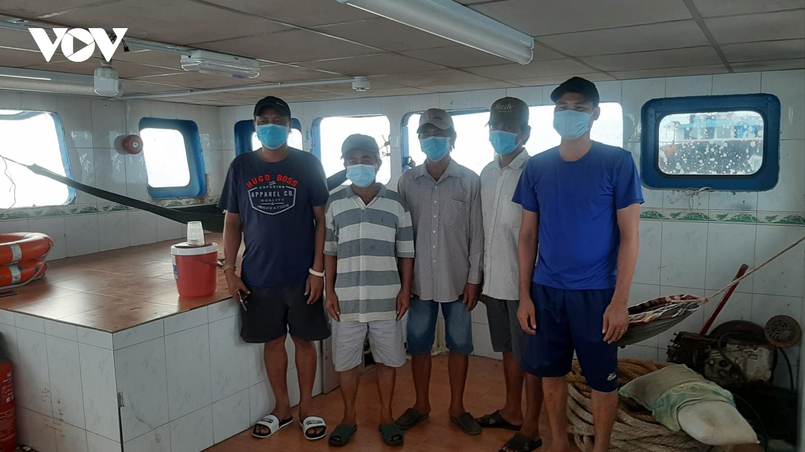 Phát hiện, bắt giữ kịp thời 5 người nhập cảnh trái phép trên biển