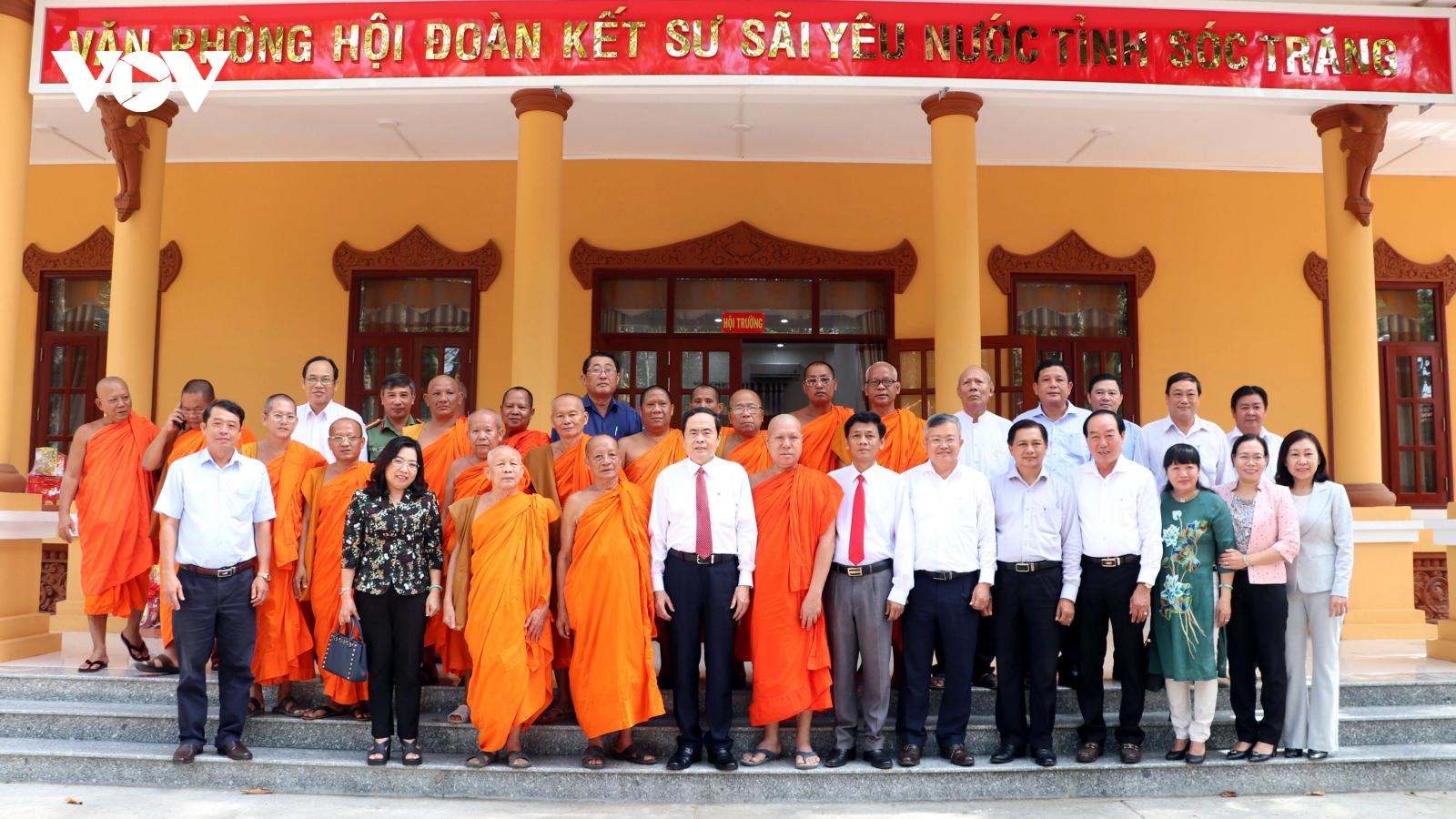 Phó Chủ tịch Quốc hội, Chủ tịch Ủy ban MTTQ Việt Nam thăm chúc tếtChôl Chnăm Thmây