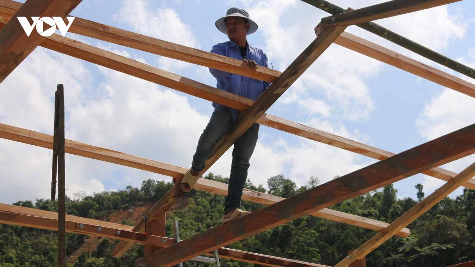 Nỗ lực tái thiết cuộc sống người dân vùng sạt lở Phước Sơn