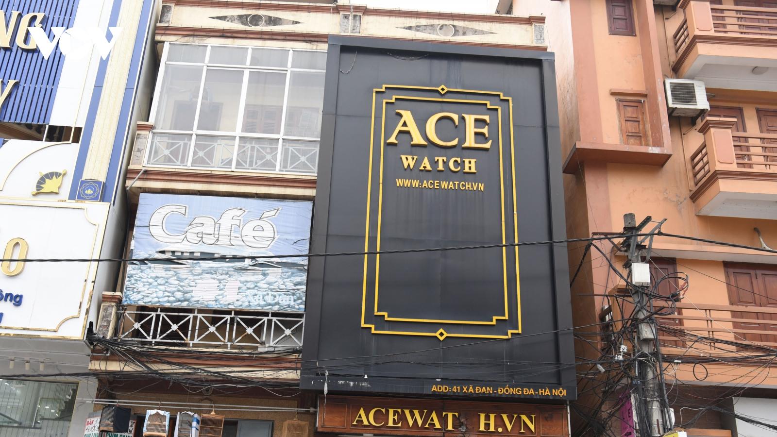 Biển quảng cáo che kín nhà, cản trở cứu nạn cứu hộ khi xảy ra hoả hoạn