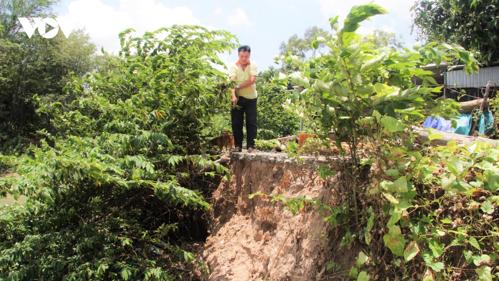 Dân lo mất nhà, mất đất vì khai thác cát sông