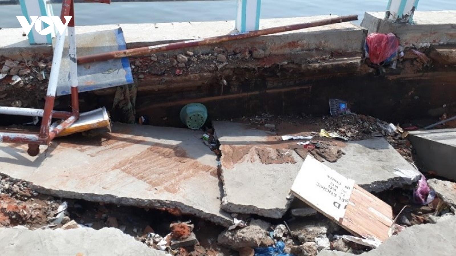 Bờ kè sông Cà Ty ở Bình Thuận bị hư hỏng nặng chỉ sau vài tháng nâng cấp