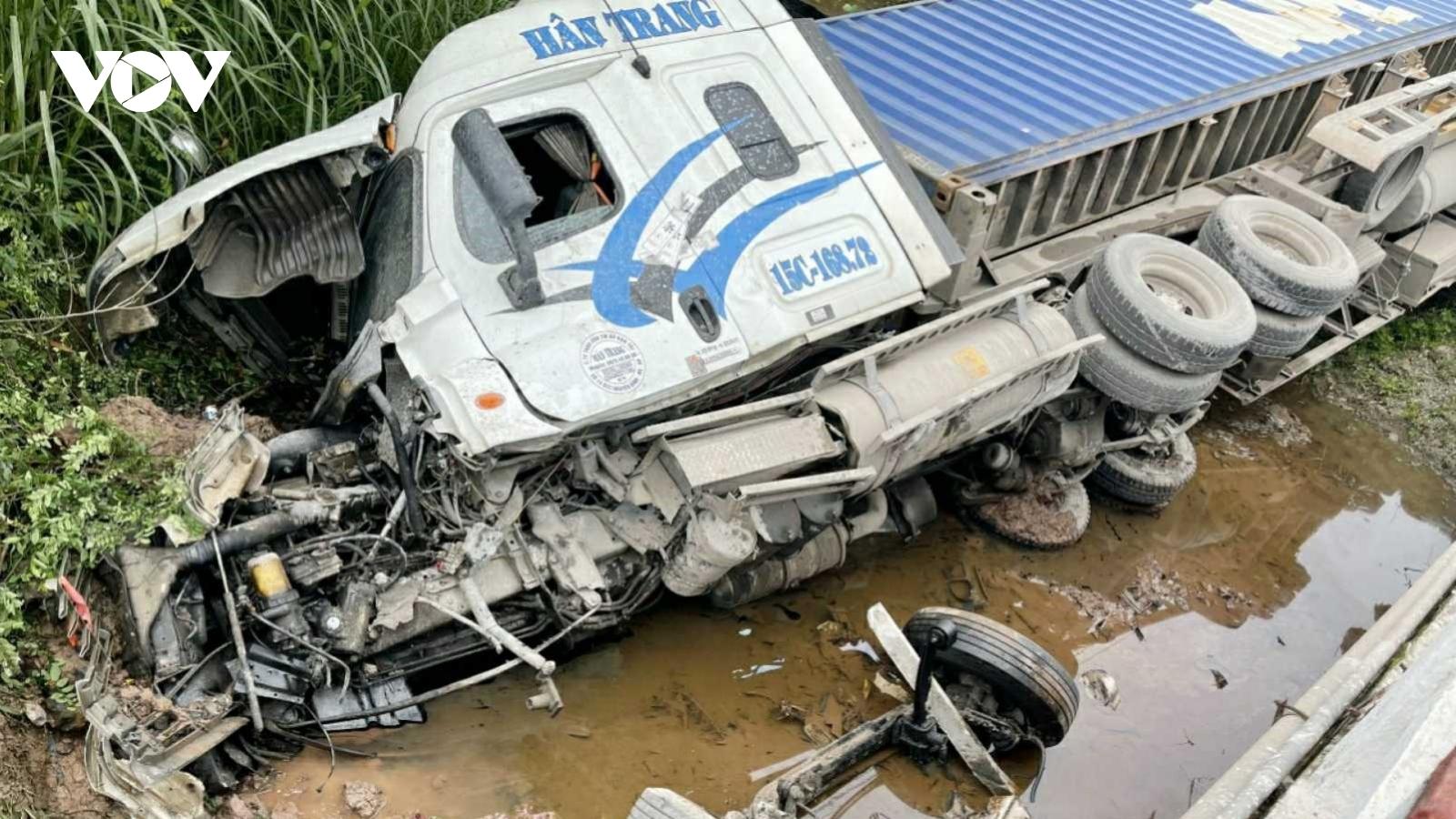 2 vụ tai nạn liên tiếp trên quốc lộ 18