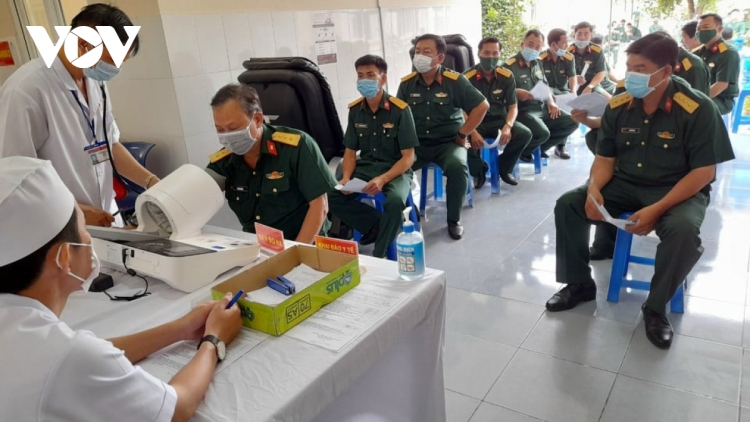 Vietnam records no fresh cases, nearly 320,000 vaccinated against COVID-19