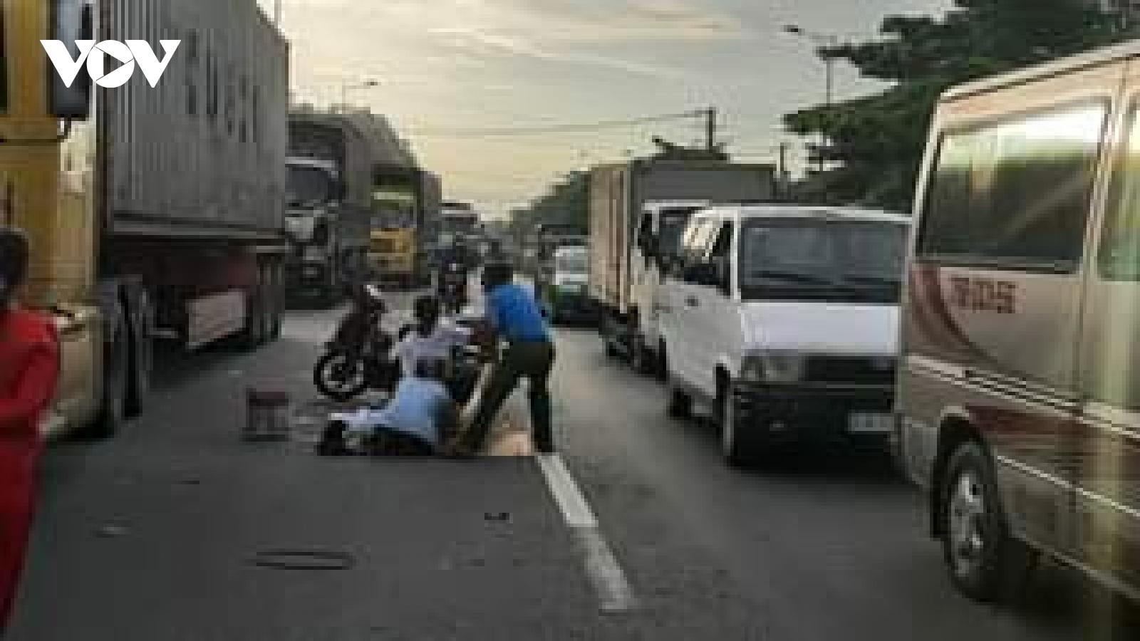 Ô tô khách tông xe gắn máy làm 2 người thương vong