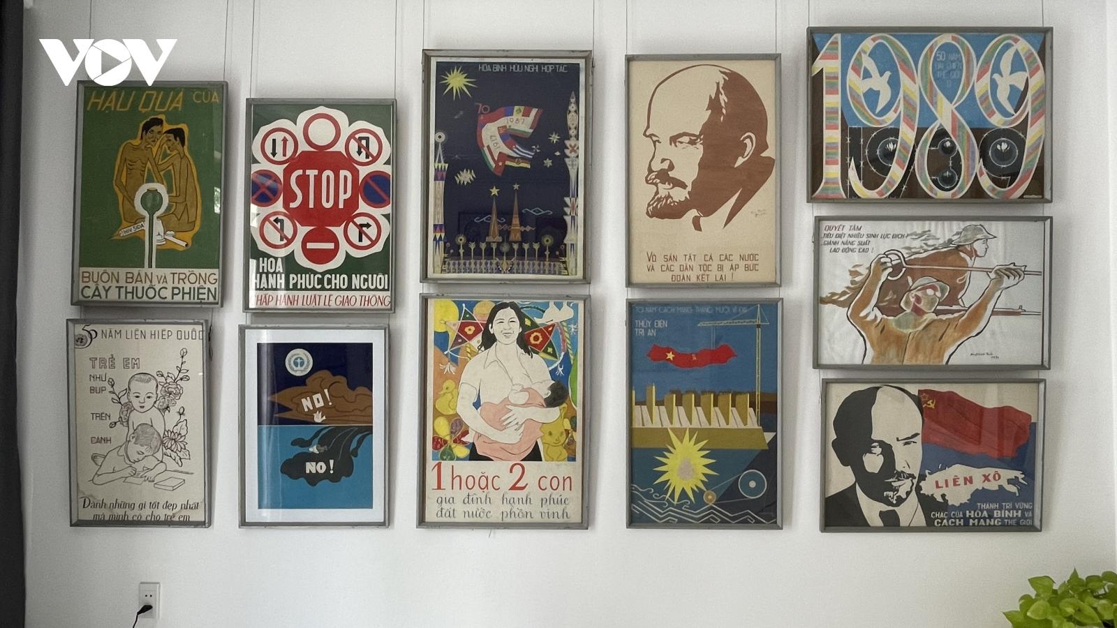 Trưng bày hàng trăm bức tranh sơn khắc, cổ động, kí họa của cố họa sĩ Huỳnh Văn Thuận