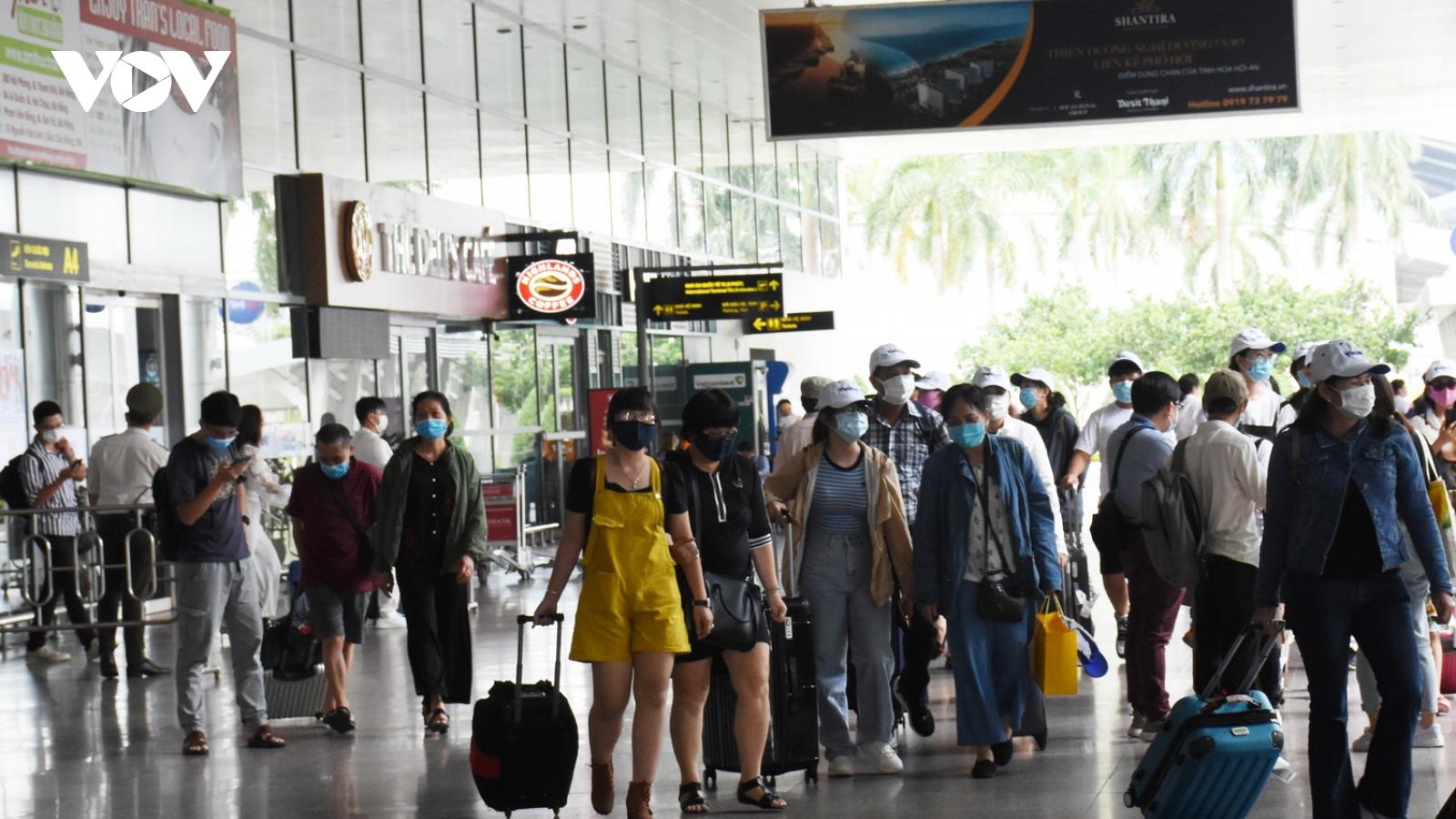 Du khách bắt đầu đổ về Đà Nẵng nghỉ lễ