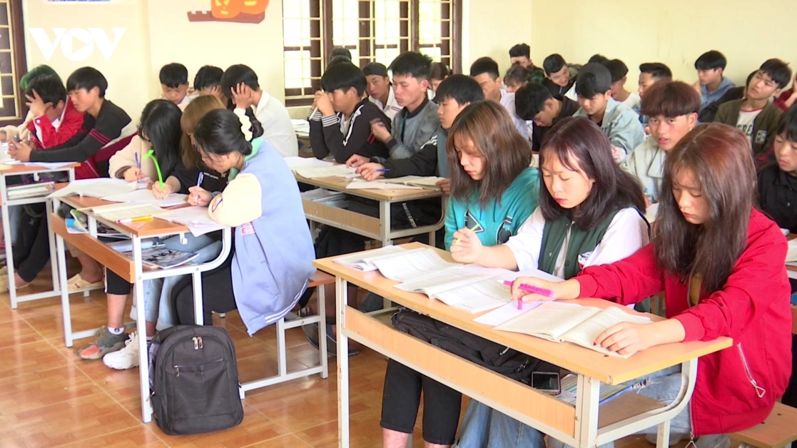 """Giáo dục nghề nghiệp ở Lào Cai - """"1 cổ 5 tròng"""""""