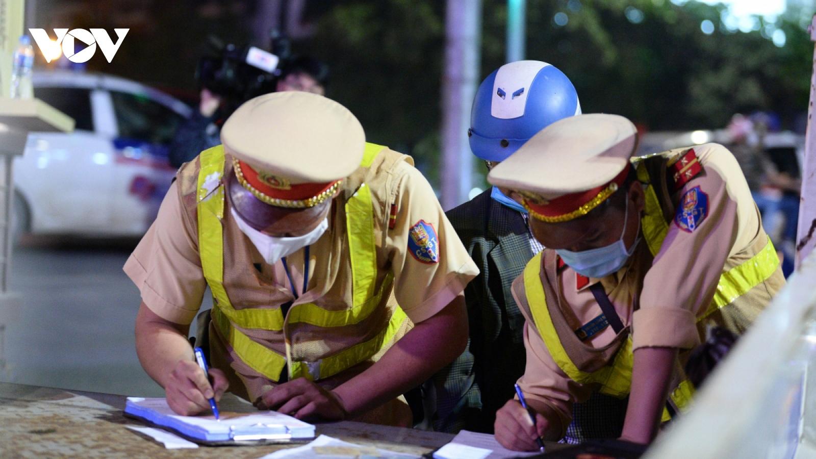 Gần 9.000 trường hợpvi phạm giao thông trong 1 ngày, tước 915 GPLX
