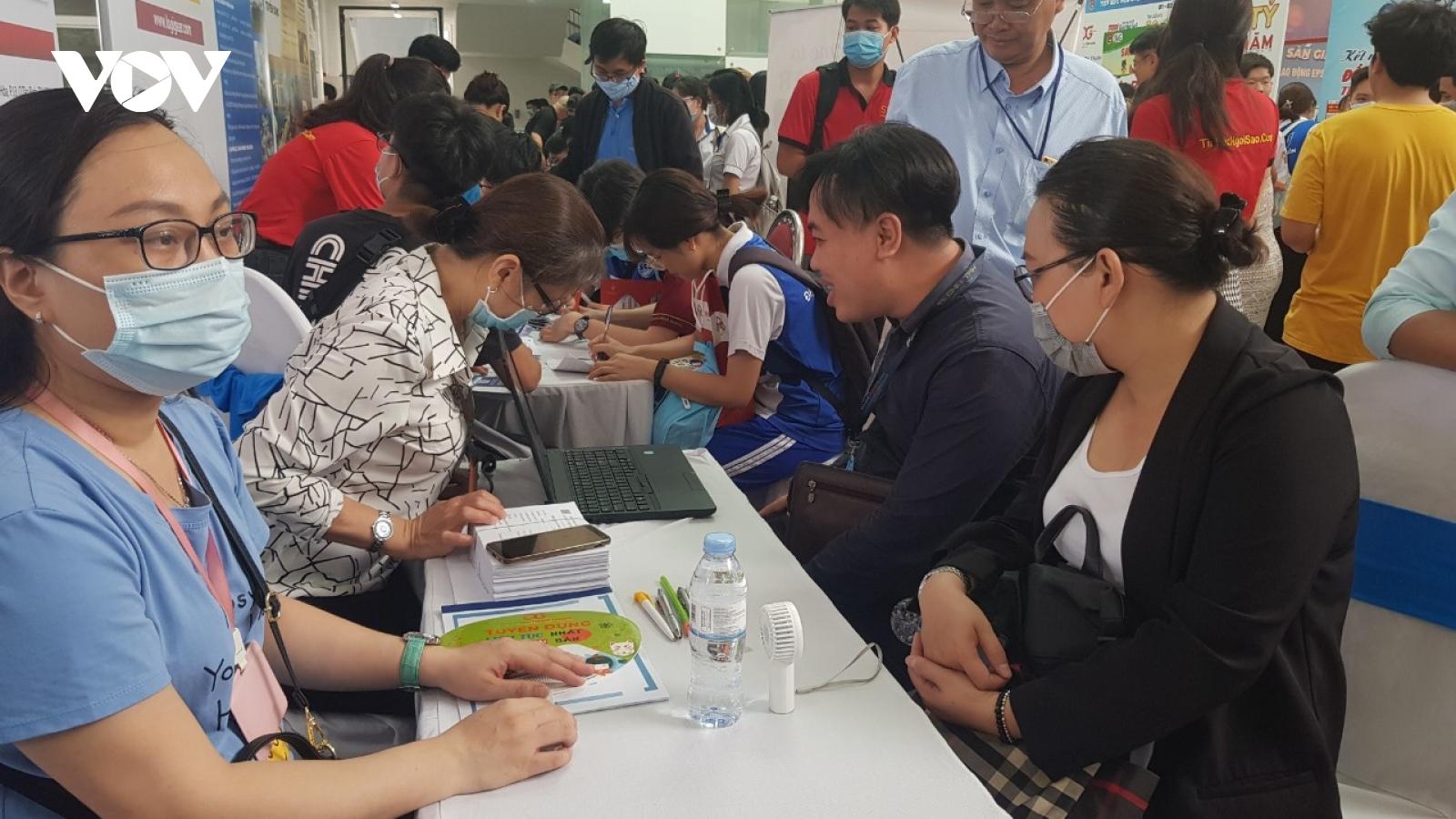Giới thiệu hơn 10.000 vị trí việc làm cho người lao động tại TPHCM