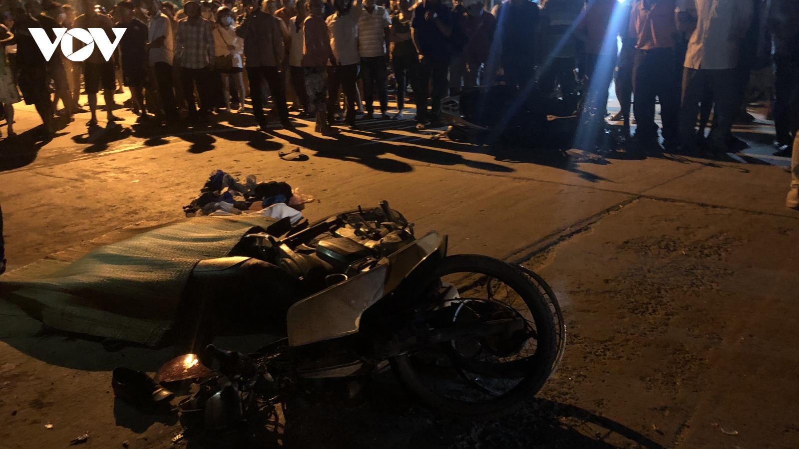 Ô tô tông hàng loạt xe máy, 4 người thương vong