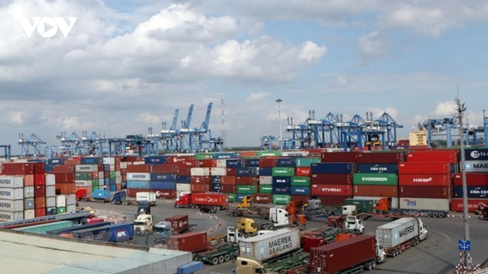 Thiếu container khiến doanh nghiệp xuất khẩu ở TPHCM khó khăn