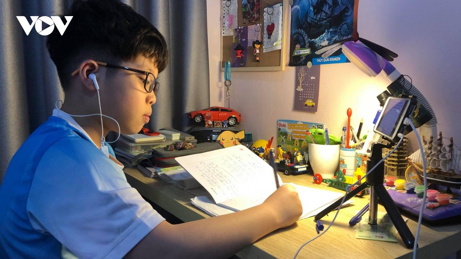 Hà Nội: Trường đủ điều kiện sẽ tổ chức thi học kỳ trực tuyến