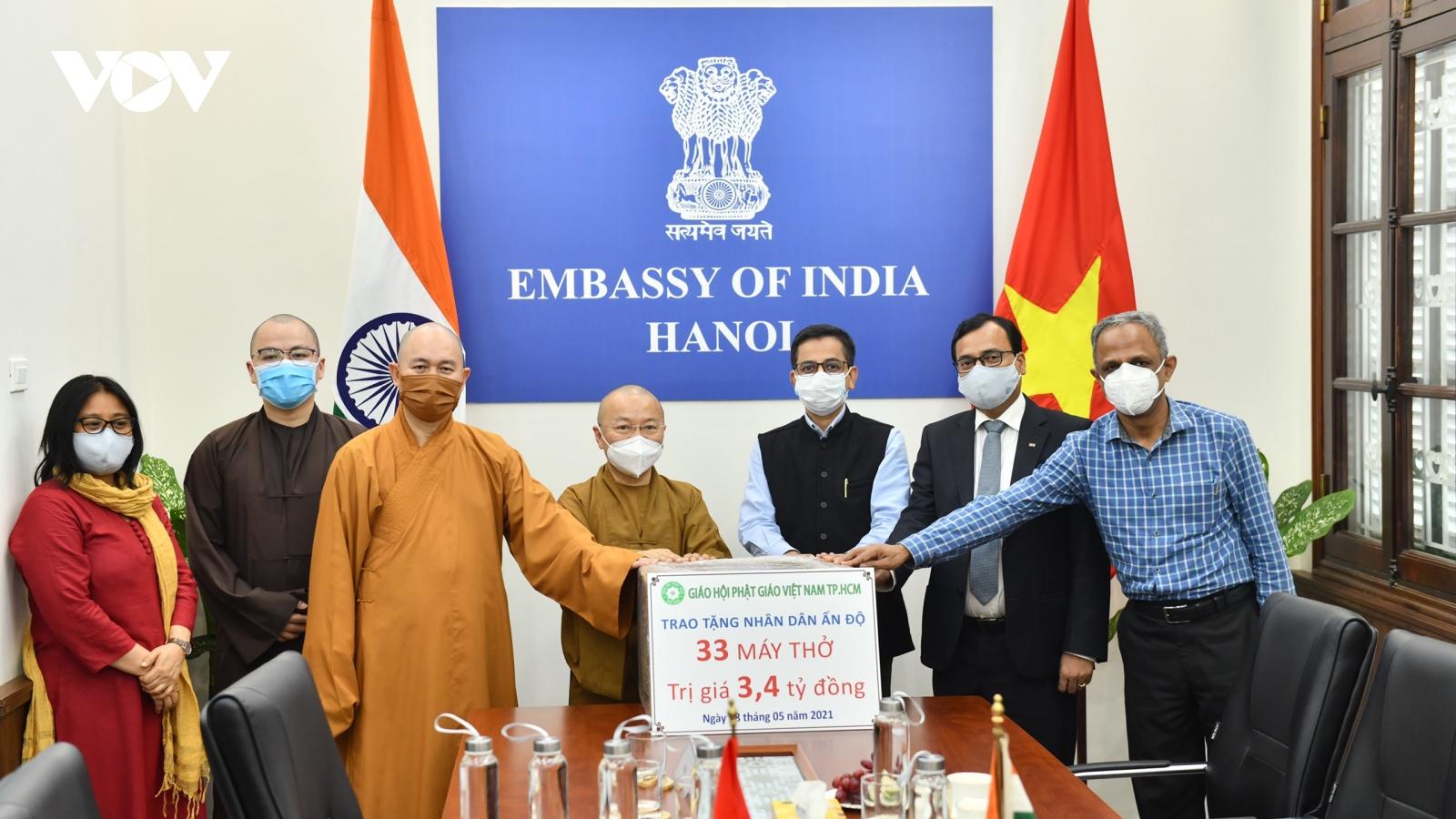 Giáo hội Phật giáo TPHCM trao tặng 33 máy thở trị giá 3,4 tỷ đồng ủng hộ nhân dân Ấn Độ