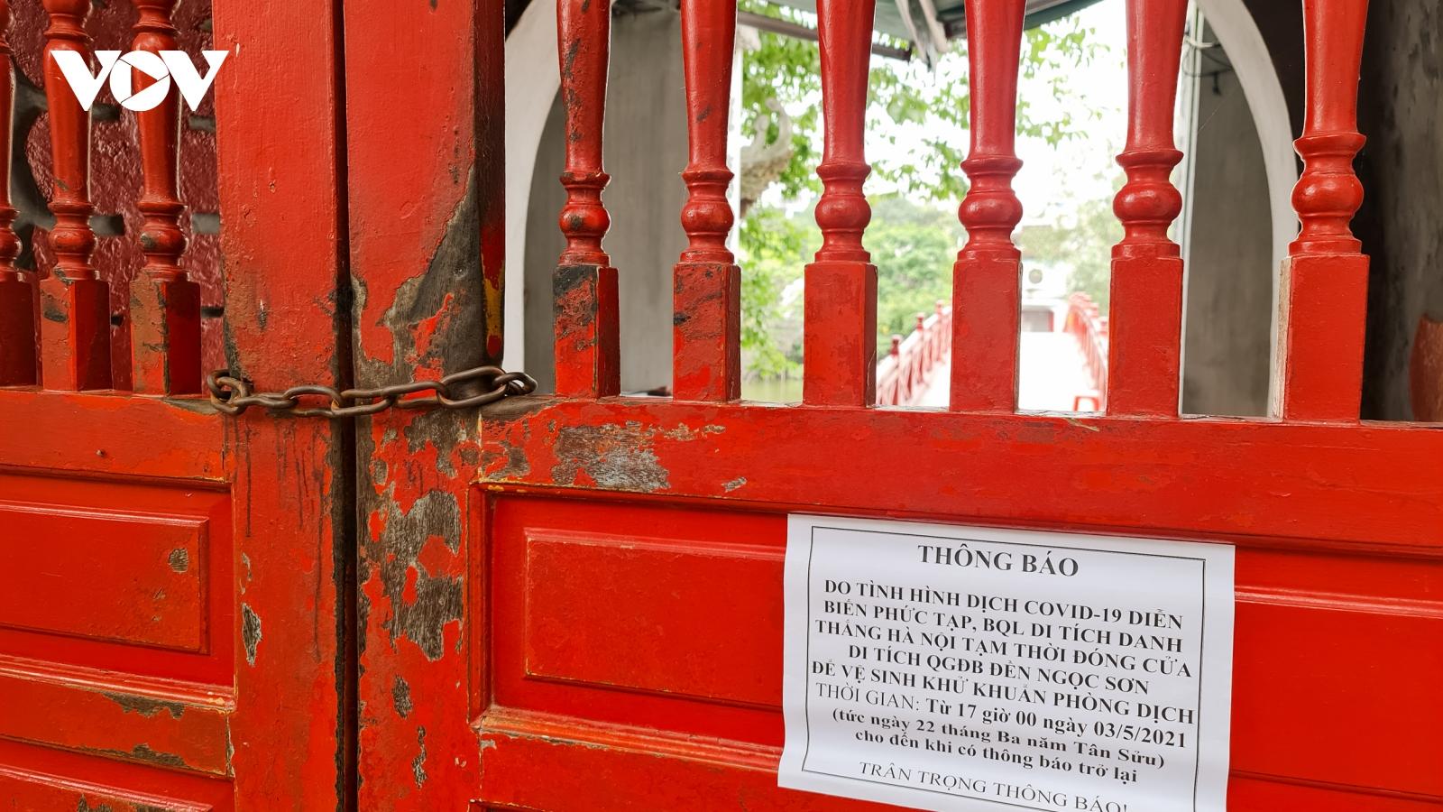 Các di tích, đền chùa tại Hà Nội đóng cửa, dựng rào chắn phòng chống dịch Covid-19