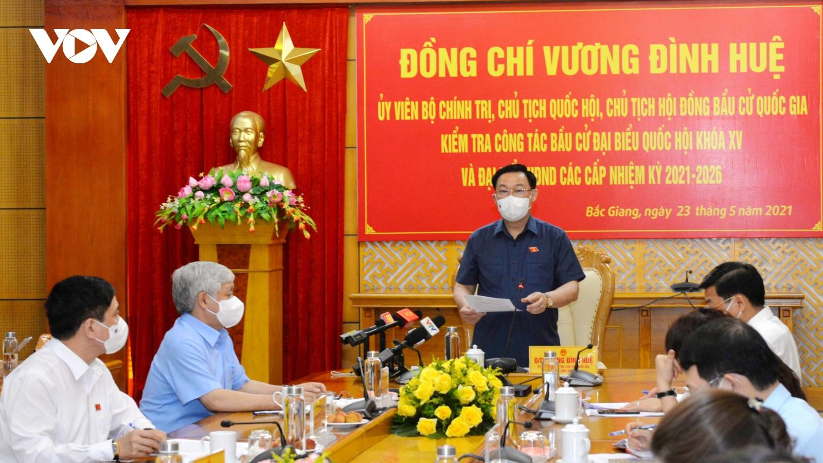 Chủ tịch Quốc hội kiểm tra công tác bầu cử tạiBắc Giang, Bắc Ninh