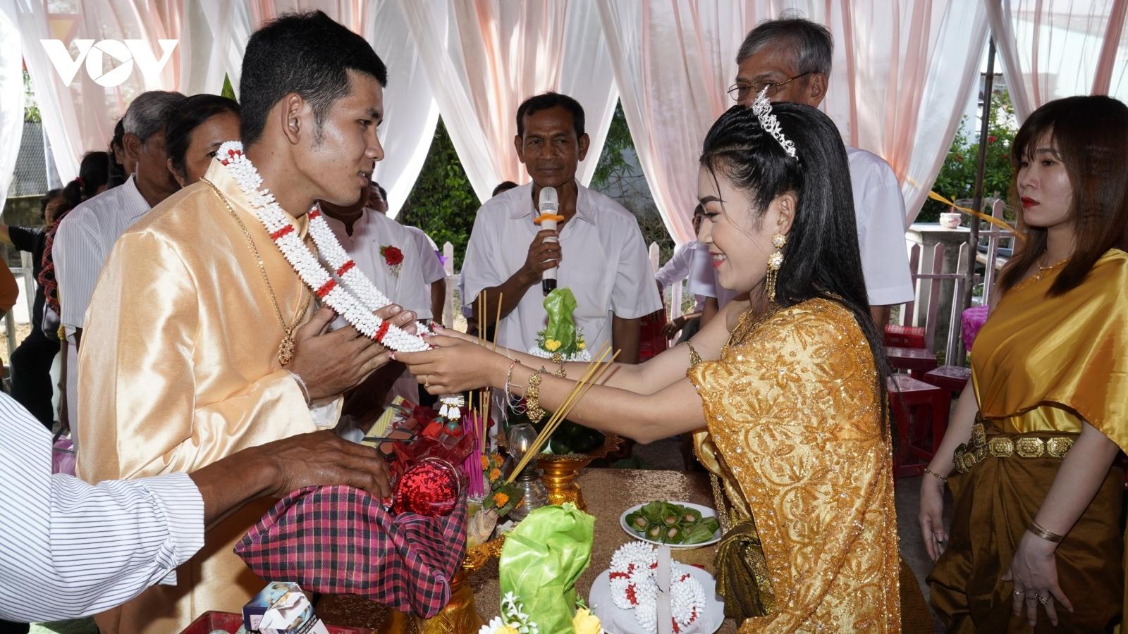 """Vai trò các vị """"À Cha"""" trong đời sống văn hóa của bà con Khmer"""