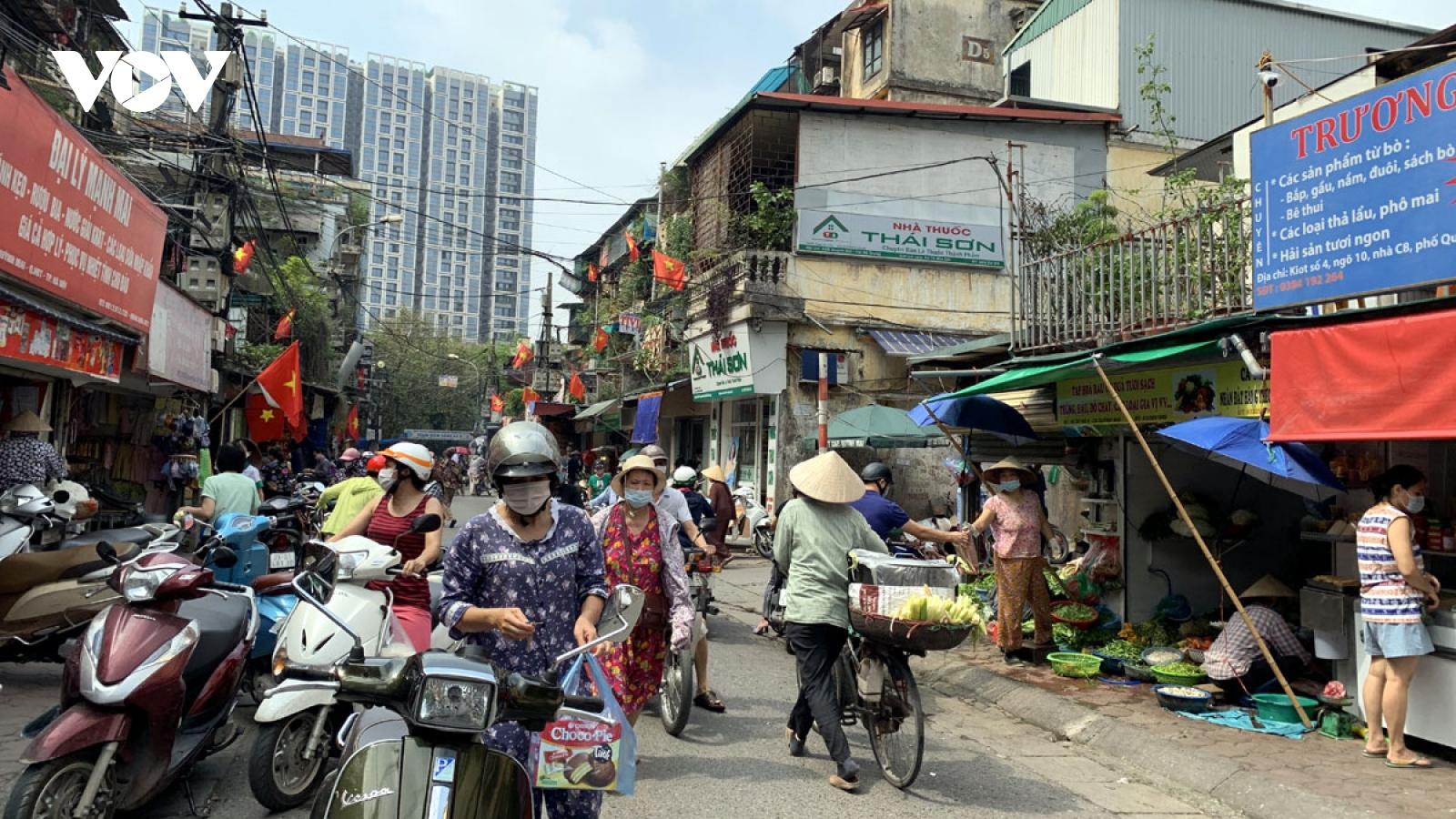Chợ cóc ở Hà Nội tái hoạt động khi không có lực lượng chức năng