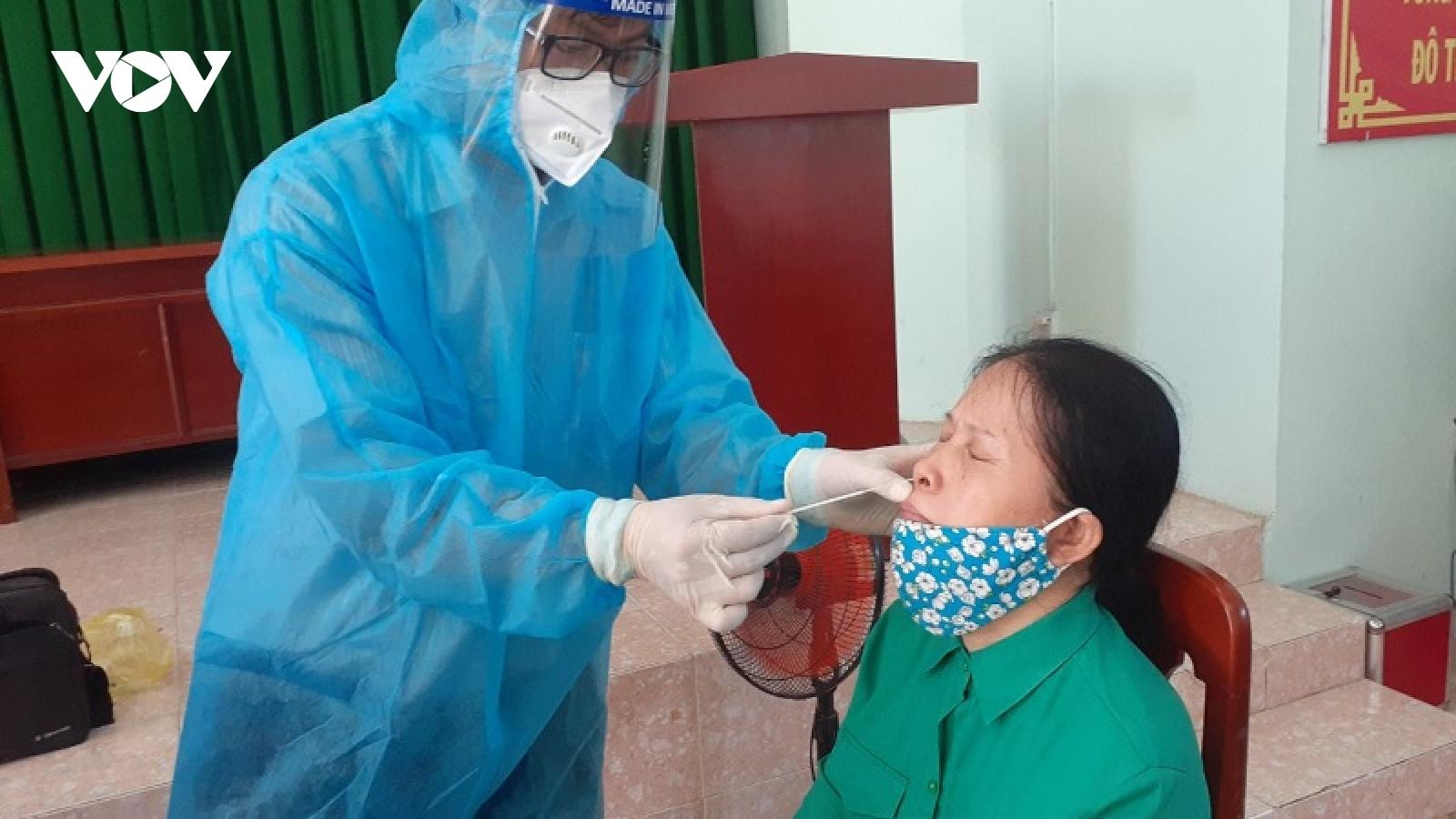 Ninh Thuận lấy mẫu xét nghiệm SARS-CoV-2 cho 5.976 đối tượng