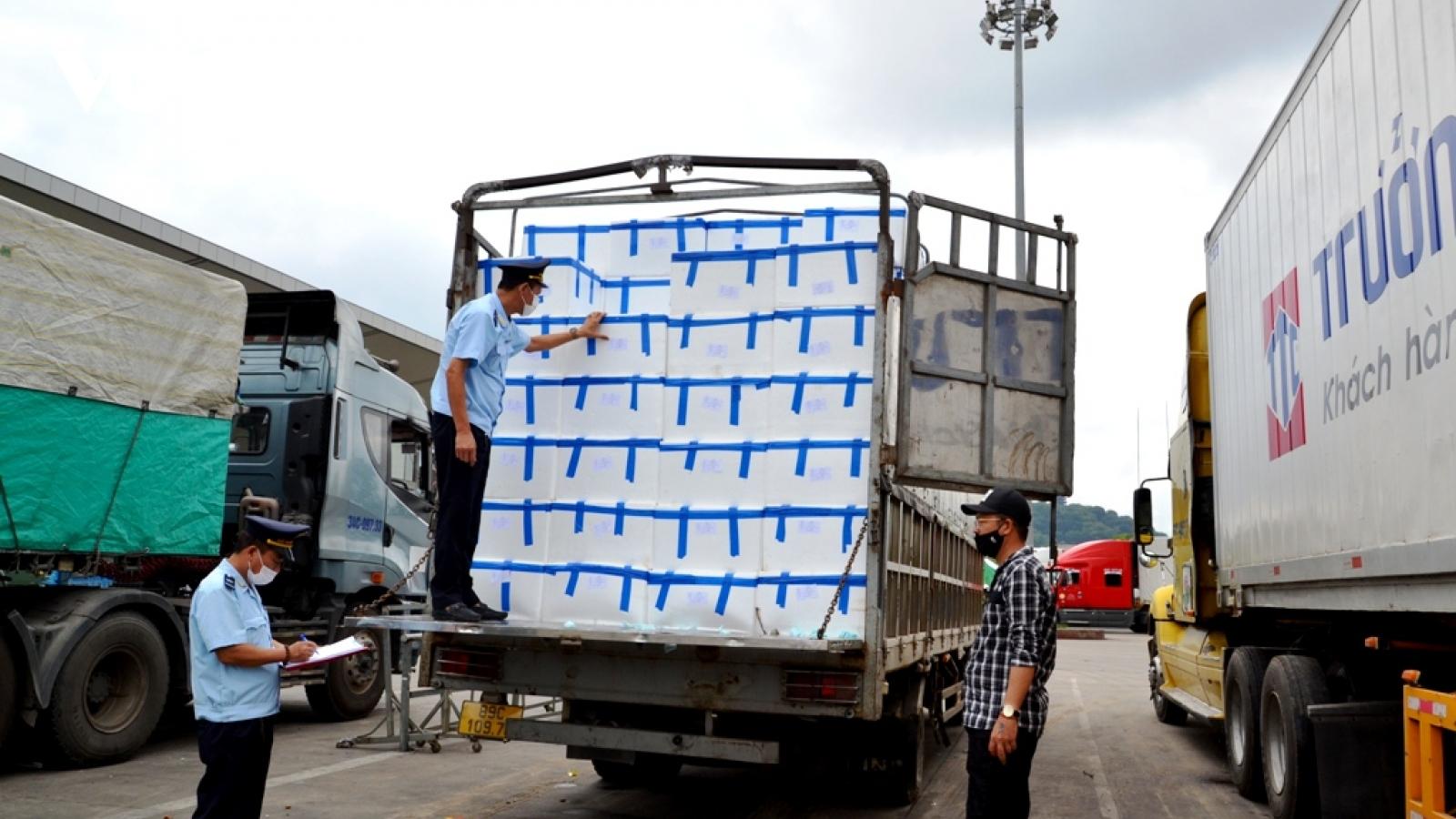 Trên 3.400 tấn vải chín sớm xuất khẩu qua Lào Cai